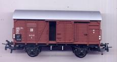 2achsiger Gedeckter Güterwagen, DR, braun, Tonnendach, Trix