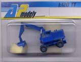 DDR-Bagger T-174, orange, normale Baggerschaufel